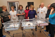 Rita Sargsyan visits two triplets born through the assistance of the Aragil Fund