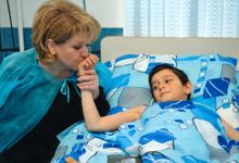 Первая леди РА посетила раненых вследствие обстрела в противника
