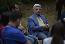 Նախագահը Գեղարքունիքի և Կոտայքի մարզերում հյուրընկալվել է երիտասարդ ճամբարականներին