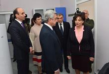 Президент присутствовал на церемониях открытия капитально отремонтированной поликлиники в столице и новой гостиницы в Цахкадзоре