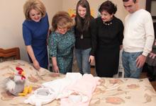 Ռիտա Սարգսյանն այցելել է «Արագիլ» հիմնադրամի աջակցությամբ ծնված երկվորյակներին