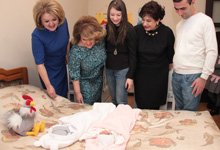 Rita Sargsyan visited the twins born through the support of the Aragil Foundation