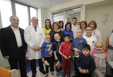 Рита Саргсян вместе с футболистом Генрихом Мхитаряном посетила Центр гематологии