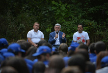 President visits Baze all-Armenian youth assembly participants