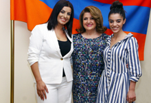 Armenia's First Lady receives Armenian representatives in New Wave 2017 contest