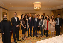 President meets with Armenian community representatives in India
