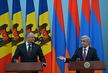 RA President Serzh Sargsyan, Republic of Moldova President Igor Dodon summarize their talks at a meeting with mass media representatives