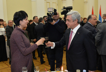 President hosts media representatives on New Year and Christmas holidays