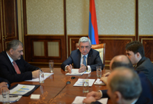 President holds consultation to discuss ways of mitigating price hike consequences