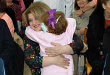 ՀՀ առաջին տիկինն այցելել է արյունաբանական կենտրոնում բուժվող երեխաներին