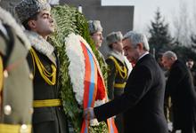 """По случаю Дня армии Президент Серж Саргсян посетил пантеон """"Ераблур"""""""