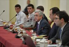 Президент встретился с демобилизованными военнослужащими