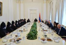 President hosts Supreme Spiritual Council members