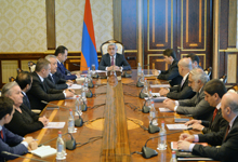 President holds consultation to sum up Servicemen Insurance Fund's activities