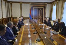Президент встретился с членами Высшего судебного совета