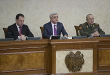 Президент встретился с участниками оперативного собрания руководящего состава ВС