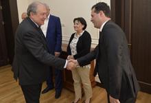 Նախագահ Սարգսյանը հանդիպել է «Նաիրիտ» գործարանի նախկին աշխատակիցների հետ
