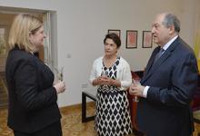 Միացյալ Թագավորության ազգային տոնի կապակցությամբ նախագահ Արմեն Սարգսյանը տիկնոջ հետ այցելել է Հայաստանում ՄԹ դեսպանի կեցավայր