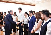 ԵՊՀ մի խումբ ուսանողներ հյուրընկալվել են Հանրապետության  նախագահի նստավայրում