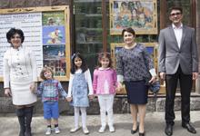 Госпожа Нунэ Саркисян с внуками побывала на представлении сказки «Лысый ёжик»