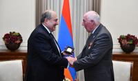 Հայաստանը երբեք չի մոռանա բրիտանական աջակցությունը երկրաշարժի օրերին. նախագահ Սարգսյանը հյուրընկալել է բրիտանացի հրշեջ-փրկարար Փոլ Բըրնսին