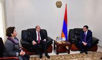 Նախագահ Արմեն Սարգսյանն այցելել է ԱՄԷ-ում Հայաստանի Հանրապետության դեսպանություն