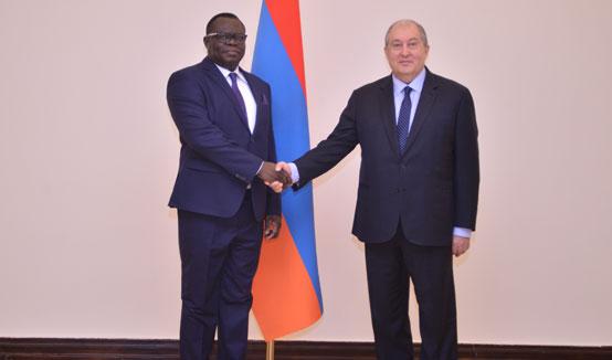 Նախագահ Արմեն Սարգսյանին հավատարմագրերն է հանձնել Հայաստանում Բենինի նորանշանակ դեսպանը