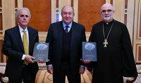 Президент Саркисян принял настоятеля Конгрегации Мхитаристов отца Ваана Оганяна и австралийского армянского деятеля Ара Катибяна