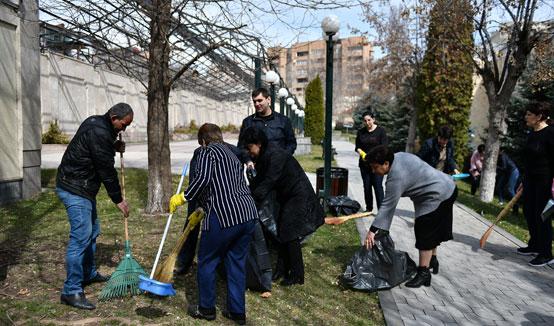 Նախագահ Արմեն Սարգսյանը տիկնոջ և թոռների հետ մասնակցել է շաբաթօրյակին