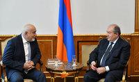 Նախագահ Արմեն Սարգսյանը հանդիպել է Ռումինիայի խորհրդարանի պատգամավոր Վարուժան Ոսկանյանի հետ