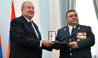 Նախագահ Սարգսյանը պետական պարգևներ է հանձնել և շնորհավորել Ոստիկանության օրվա առթիվ