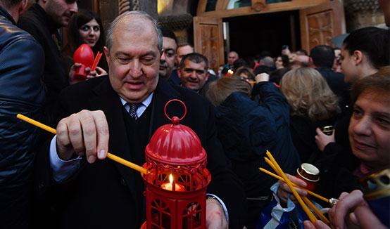 Նախագահ Սարգսյանը ներկա է գտնվել Սուրբ Զատկի ճրագալույցի պատարագին