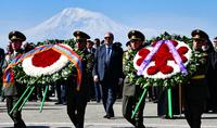 По случаю Праздника Победы и Мира Президент Саркисян посетил Парк Победы