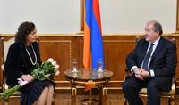 Ձեզ հայրենիքում սիրում և գնահատում են. նախագահ Սարգսյանը հյուրընկալել է ֆրանսահայ հայտնի երգչուհի Ռոզի Արմենին