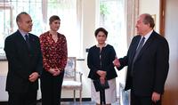 Իտալիայի Հանրապետության օրվա առթիվ Արմեն Սարգսյանը տիկնոջ հետ այցելել է Իտալիայի դեսպանություն