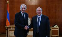 Նախագահ Արմեն Սարգսյանը հանդիպել է Ֆրանսիայի նախկին վարչապետ Դոմինիկ դը Վիլպենի հետ