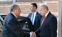 Նախագահ Արմեն Սարգսյանը Ռուսաստանի օրվա առթիվ այցելել է Հայաստանում ՌԴ դեսպանատուն