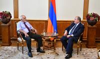 Նախագահ Արմեն Սարգսյանը հանդիպել է Պարույր Հայրիկյանի հետ