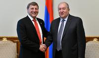 Հայաստանը նաև սփյուռքի մեր հայրենակիցների տունն է. նախագահն ընդունել է Գլենդելի քաղաքապետ Արա Նաջարյանին
