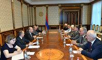 Նախագահ Սարգսյանը հանդիպել է Հայաստանի ժողովրդական կուսակցության քաղաքական խորհրդի անդամների հետ