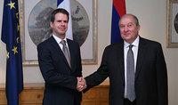 Նախագահ Սարգսյանը Ֆրանսիայի Ազգային տոնի առթիվ այցելել է Հայաստանում Ֆրանսիայի դեսպանություն