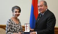 Նախագահ Արմեն Սարգսյանը հյուրընկալել է  երգահան Մարինե Ալեսին