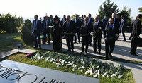 Անկախության տոնի առթիվ նախագահ Արմեն Սարգսյանն այցելել է «Եռաբլուր» զինվորական պանթեոն