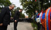 Զոհված սերբ օդաչուների հիշատակը միշտ մեր սրտերում է․ նախագահ Սարգսյանը հարգանքի տուրք է մատուցել հիշատակի խաչքարի մոտ