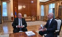 Նախագահ Արմեն Սարգսյանը հյուրընկալել է   Էրիկ Էսրաիլյանին