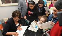 Հորինեք հեքիաթներ և հրապարակեք դրանք. Հանրապետության նախագահի տիկին Նունե Սարգսյանը փոքրիկներին է ներկայացրել իր և թոռնուհու հեղինակած գիրքը