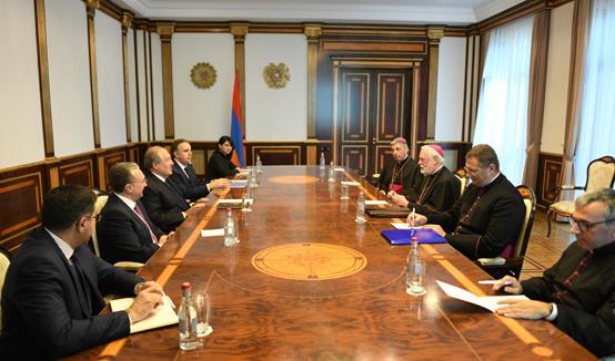 Армения имеет древнейшие христианские традиции и очень современную общественность – Президент Саркисян принял Секретаря по отношениям с государствами Святого Престола