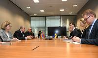 Հայաստանի նախագահ Արմեն Սարգսյանը հանդիպել է Ուկրաինայի վարչապետ Օլեքսի Հոնչարուկի հետ