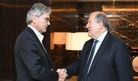 «Սիմենս»-ը կուսումնասիրի Հայաստանի հետ համգործակցության հնարավորությունները. նախագահ Սարգսյանն Աբու Դաբիում հանդիպել է ընկերության ղեկավարի հետ