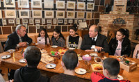 Նախագահ Արմեն Սարգսյանը Գյումրիում այցելել է «Շալե Գյումրի» կենտրոն